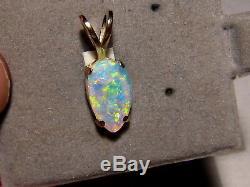 1.1 ctw. Australian Gem crystal Opal Pendant solid 14 kt yellow gold