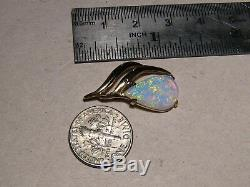2.7 ct Australian crystal Opal Pendant solid 18 kt yellow gold