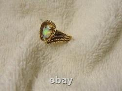 Beautiful SOLID 10K Yellow Gold FIRE OPAL Vintage Designer Ring Size 7.0