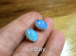Modern 9ct Solid yellow gold Opal stud earring Ex condition Blue / Green