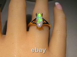 Solitaire Australian Gem crystal Opal Ring 18 k Yellow Gold