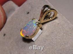 1,0 Ct. Pendentif D'opale Semi-noire Australienne Avec Gemmes Solides En Or Jaune 14 Kt