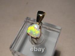 1,0 Ctw. Petite, Pendentif Opal Lumineux Solide 14 Kt Or Jaune