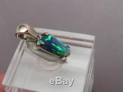 80 Ct. Pendentif D'opale Noire Australienne Solide En Or Blanc 18 Kt Gem Blue & Green
