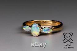 Bague De Fiançailles À Trois Pierres Classique Avec Opale Australienne Massive Et Or Jaune De 18 Carats