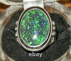 Bague Opale Noir Solide Opal Est Situé Dans Sterling Silverring Taille S Est
