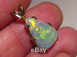 Charmant 5,8 Ct. Pendentif Opale Semi-noire En Or Jaune 14 Kt Massif