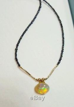 Collier De Perles De Cabochon En Opales De Feu Éthiopiennes Rouges, Bleues Et Vertes