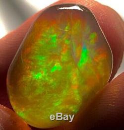 Contraluz Solide Interne (arc-en-ciel), Cristal Opale Éthiopien Naturel, 22.5ct