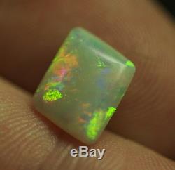 Cristal Australien Opale Solide Naturel Rouge Vert Flash Pelle Opale 2 Carats