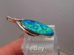 Grand Pendentif En Or Blanc 14k Avec Opale Solide Australienne De Couleur Néon De 7 Ct