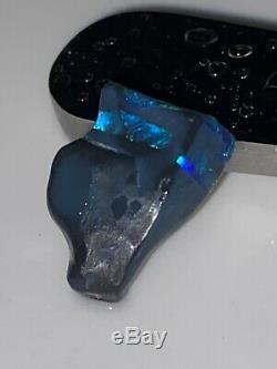 Lightning Ridge Opal Solide Noir 3.50 Carats. Belles Nuances De Bleu / Vert