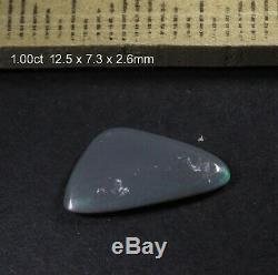 Lightning Ridge Solide Semi-opale Noire Avec Les Couleurs Vert Brillant! 1.00ct