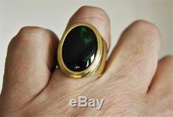 Opale Australienne Noire De 13,6 Ct Dans Une Bague Pour Homme En Or Jaune 18 Carats. Taille 11