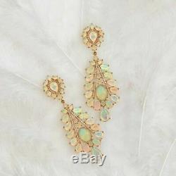 Opale De Feu À Multiples Découpes De 14 Ct En Or Jaune Massif De 14 Carats Sur Des Boucles D'oreilles Pendantes De Mariage