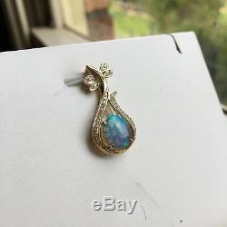 Pendentif Étincelle Opale D'australie Solide En Or Bleu Et Vert 9k Avec Diamant De 0,17 Ct