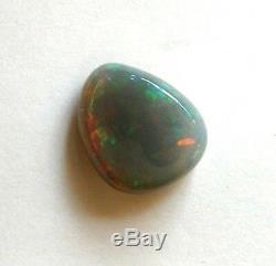 Semi-noir Énorme En Vrac Éthiopien Massif Naturel Opale 9,05 Carat Vert Flash Rouge